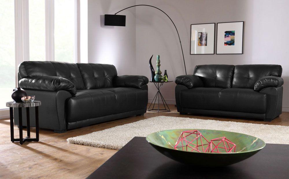 Два небольших дивана черного цвета в интерьере