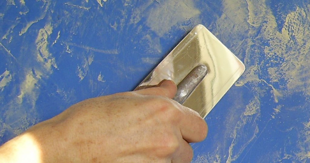 Использование в дизайне фактурной краски - способ нанесения шпателем
