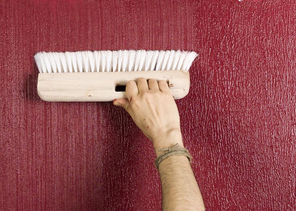 Использование в дизайне фактурной краски - способ нанесения жесткой щеткой