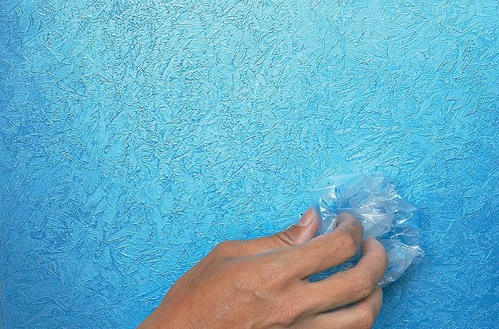 Использование в дизайне фактурной краски - способ нанесения плотной полипропиленовой пленкой