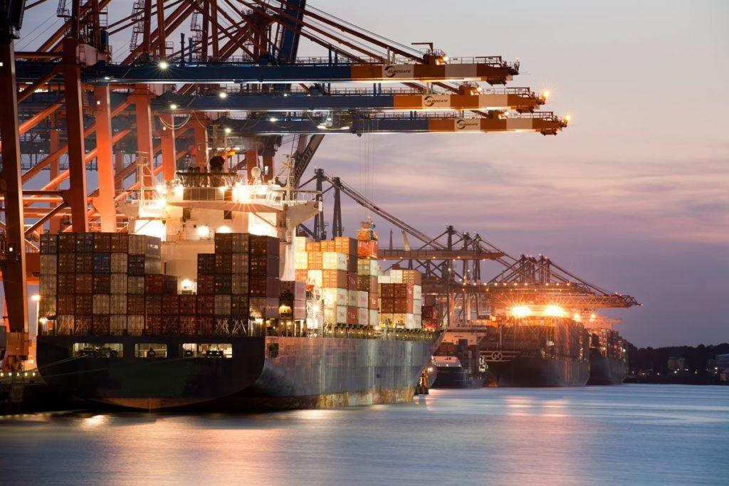 Перемещение грузов по морю